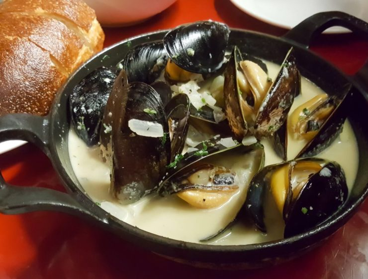 Linh Cafe mussels in white sauce
